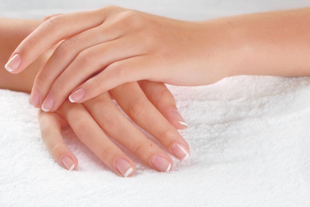 Первые признаки и причины грибка ногтей на руках